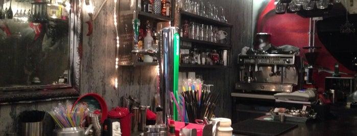 V Revolution Cafe Bar is one of Locais curtidos por Kate.