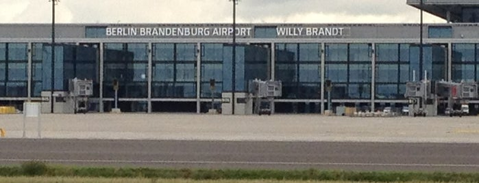 Berlin Brandenburg Airport Willy Brandt (BER) is one of Locais curtidos por János.