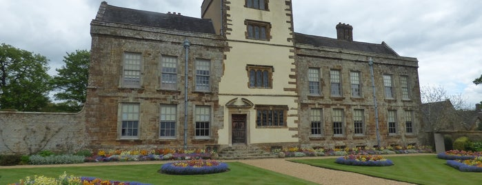 Canons Ashby House is one of Carl 님이 좋아한 장소.