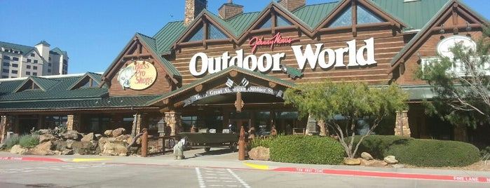 Bass Pro Shops is one of Lugares favoritos de Lovely.