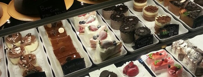 Shilla Bakery & Cafe is one of สถานที่ที่ Jingyuan ถูกใจ.