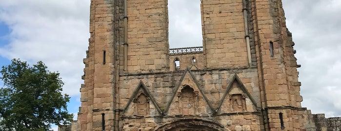 Jedburgh Abbey is one of Locais curtidos por Carl.