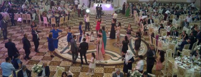 Hollywood Şadlıq Sarayı is one of สถานที่ที่ 🌿👒🐊🍀🌞🌈 ถูกใจ.