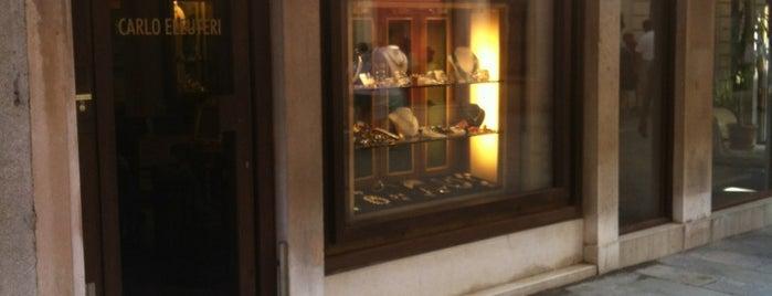Calle larga XXII Marzo is one of Guía de Venecia.