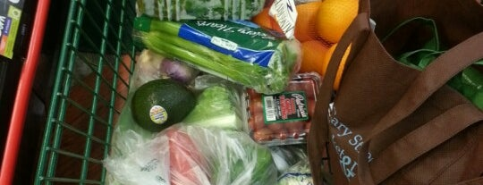 Farm Fresh is one of Kathleen : понравившиеся места.