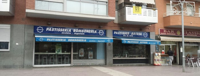 Pasteleria Robles is one of Curry curry por Cornellá.
