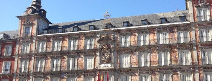 Plaza Mayor is one of Lugares donde estuve en el exterior.