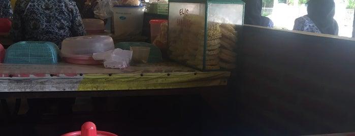 Soto Seger Mbok Giyem Boyolali is one of Tempat yang Disukai donnell.