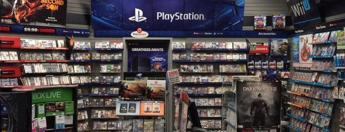 GameStop is one of Locais curtidos por CeeJay.
