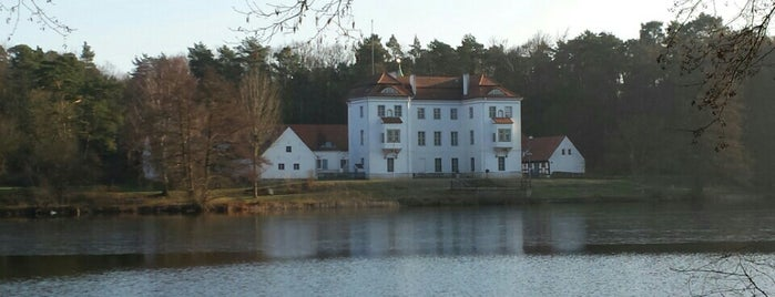 Jagdschloss Grunewald is one of to the west..