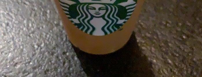 Starbucks is one of สถานที่ที่ Geoffrey ถูกใจ.