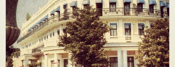 Premier Palace Hotel Oreanda is one of Locais curtidos por Anton.