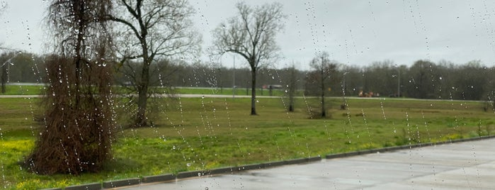 Grand Prairie I-49 Rest Area is one of สถานที่ที่ Gillian ถูกใจ.