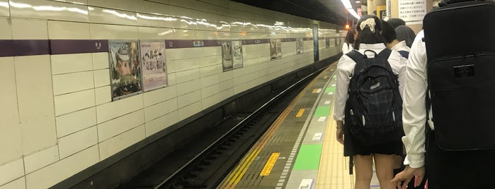 Hanzomon Line Shibuya Station (Z01) is one of Locais curtidos por Kris.