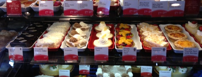 la Madeleine French Bakery & Café Coit Campbell is one of Posti che sono piaciuti a Viviana.