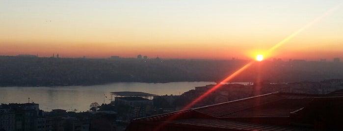 Büyük Londra Oteli is one of İstanbul Yeme&İçme Rehberi - 3.