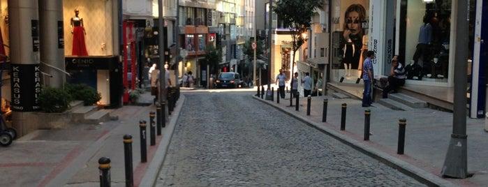 Osmanbey Tekstil Merkezi is one of Orte, die 👑 PeRvİnn👑 gefallen.