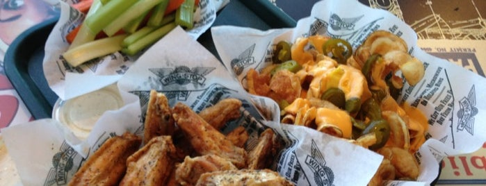 Wingstop is one of Lugares favoritos de Stephanie.