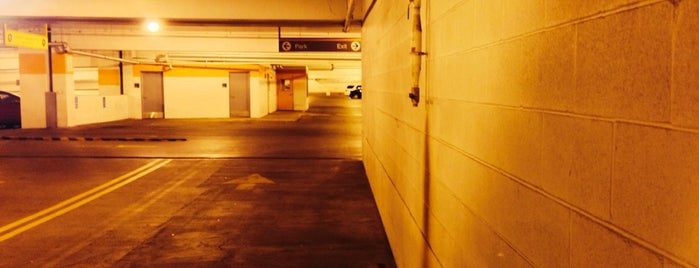 East River Road Garage is one of สถานที่ที่ Alan ถูกใจ.