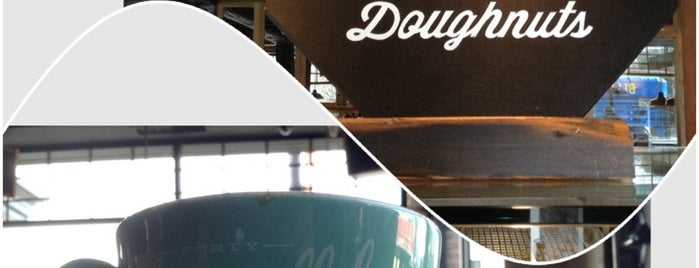49th Parallel & Lucky's Doughnuts is one of #ThirdWaveWichteln Coffee Places.