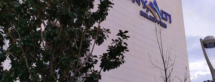 Konyaaltı Belediyesi Başkanlık Makamı is one of Lugares favoritos de Funda.