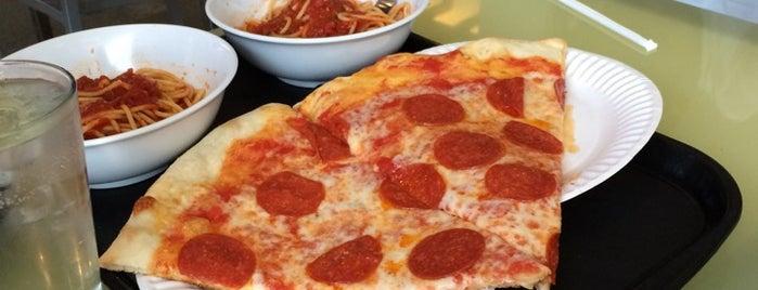 Joe's Pizza is one of Posti salvati di Christopher.