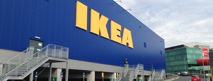 IKEA is one of Orte, die Laetitia gefallen.