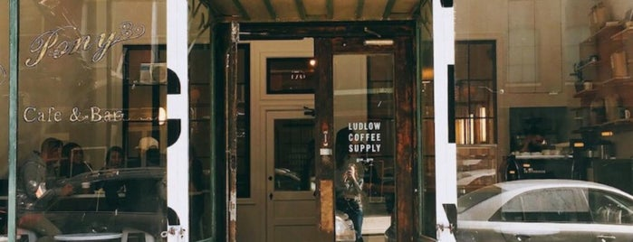 Ludlow Coffee Supply is one of Lugares favoritos de Jonah.