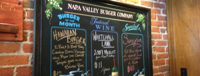 Napa Valley Burger is one of Lugares favoritos de Chris.