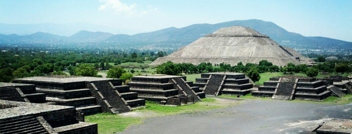Zona Arqueológica de Teotihuacán is one of Favoritos.