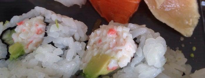 Yen Sushi & Sake Bar is one of Lieux qui ont plu à Lauren.