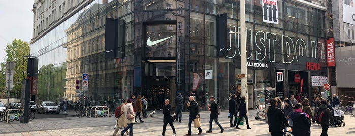 Nike Store Vienna is one of Vienna.
