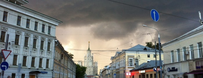 Верхняя Радищевская улица is one of Раз.