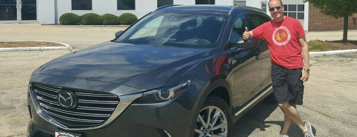 Napleton Ford in Libertyville is one of Lugares favoritos de Andre.