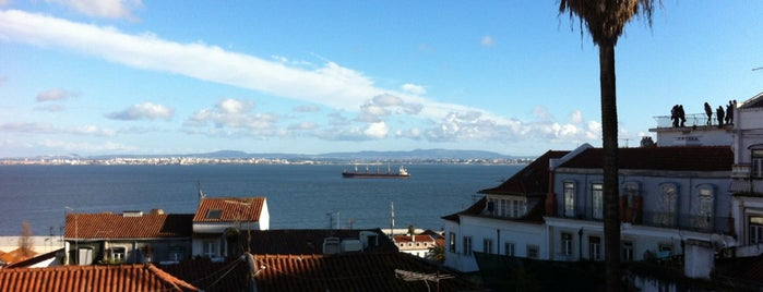 Largo Portas do Sol is one of Lisboa top 20 for tourists (and Lisboetas).