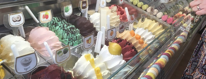 Gelateria Sweet Life is one of Soner'in Beğendiği Mekanlar.