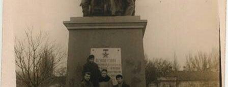 Мемориал Героям Ольшанцам is one of СтареENький Город.