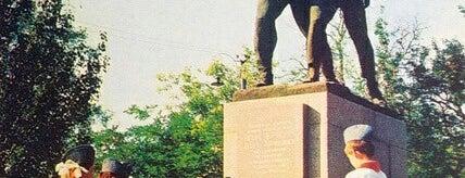 Памятник Шуре Коберу и Вите Хоменко is one of СтареENький Город.