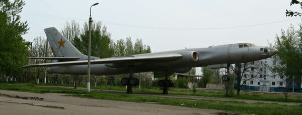 Памятник самолету Ту-16РМ is one of СтареENький Город.