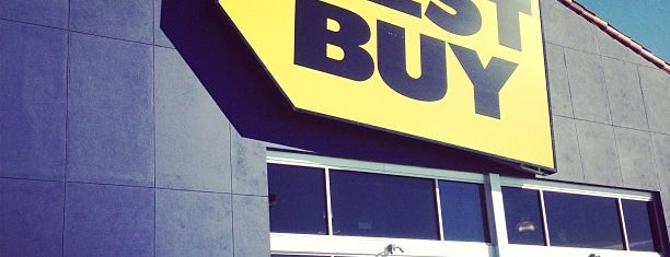 Best Buy is one of Krzysztofさんのお気に入りスポット.