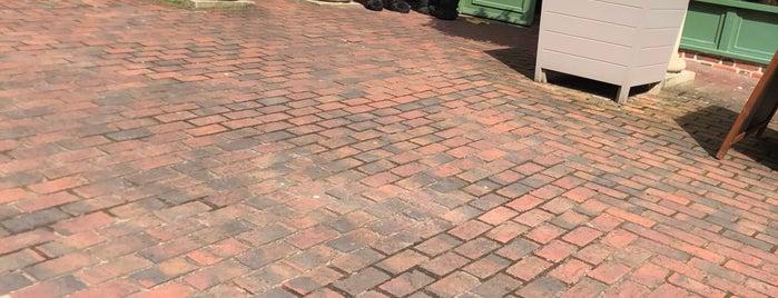 Waterstones is one of Locais curtidos por Carl.