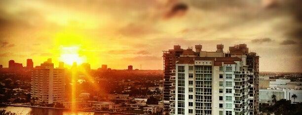 Fort Lauderdale Beach Resort is one of สถานที่ที่ Eduardo ถูกใจ.
