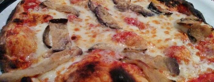 Pizzeria La Riera Girona is one of Orte, die Lutherv gefallen.