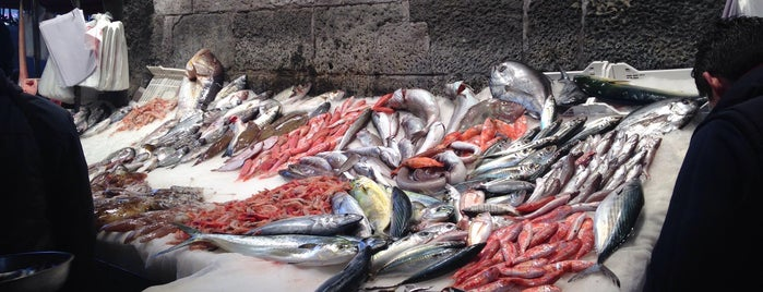 Fish Market is one of Posti che sono piaciuti a Marina.