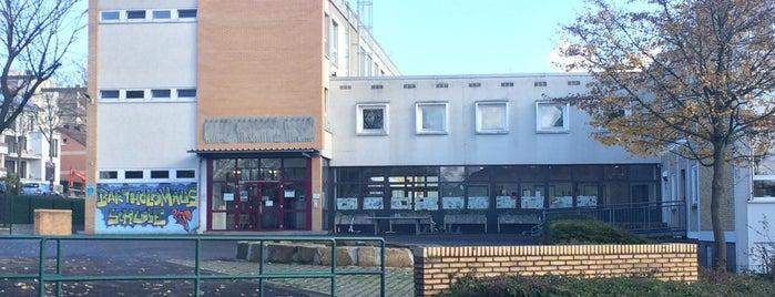 Bartholomäus-Grundschule is one of Orte, die Jochen gefallen.