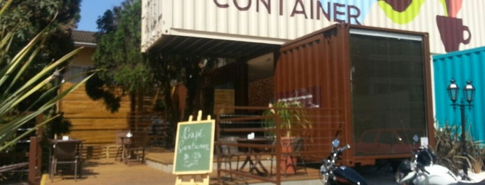 Café Container is one of Locais curtidos por Camila.