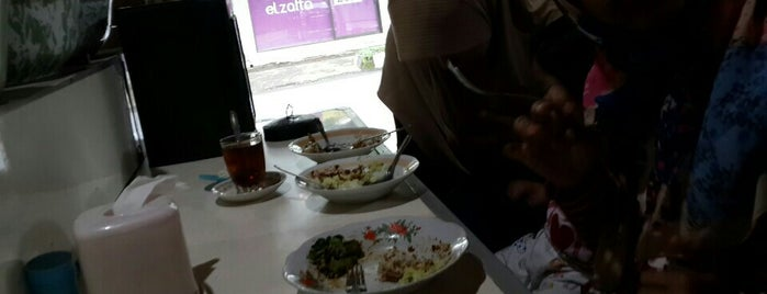 Rumah Makan Bu Carik is one of Tempat yang Disukai RizaL.