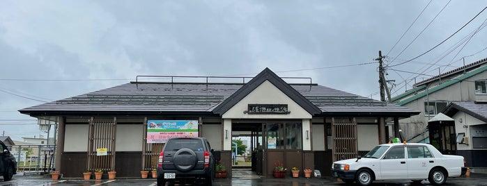 Uzen-Komatsu Station is one of JR 미나미토호쿠지방역 (JR 南東北地方の駅).
