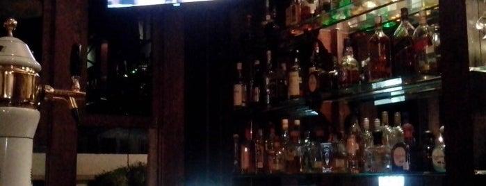 El General Restaurant Bar is one of Locais curtidos por Mayra.