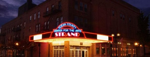 Strand Center for the Arts is one of Lieux qui ont plu à Tom.